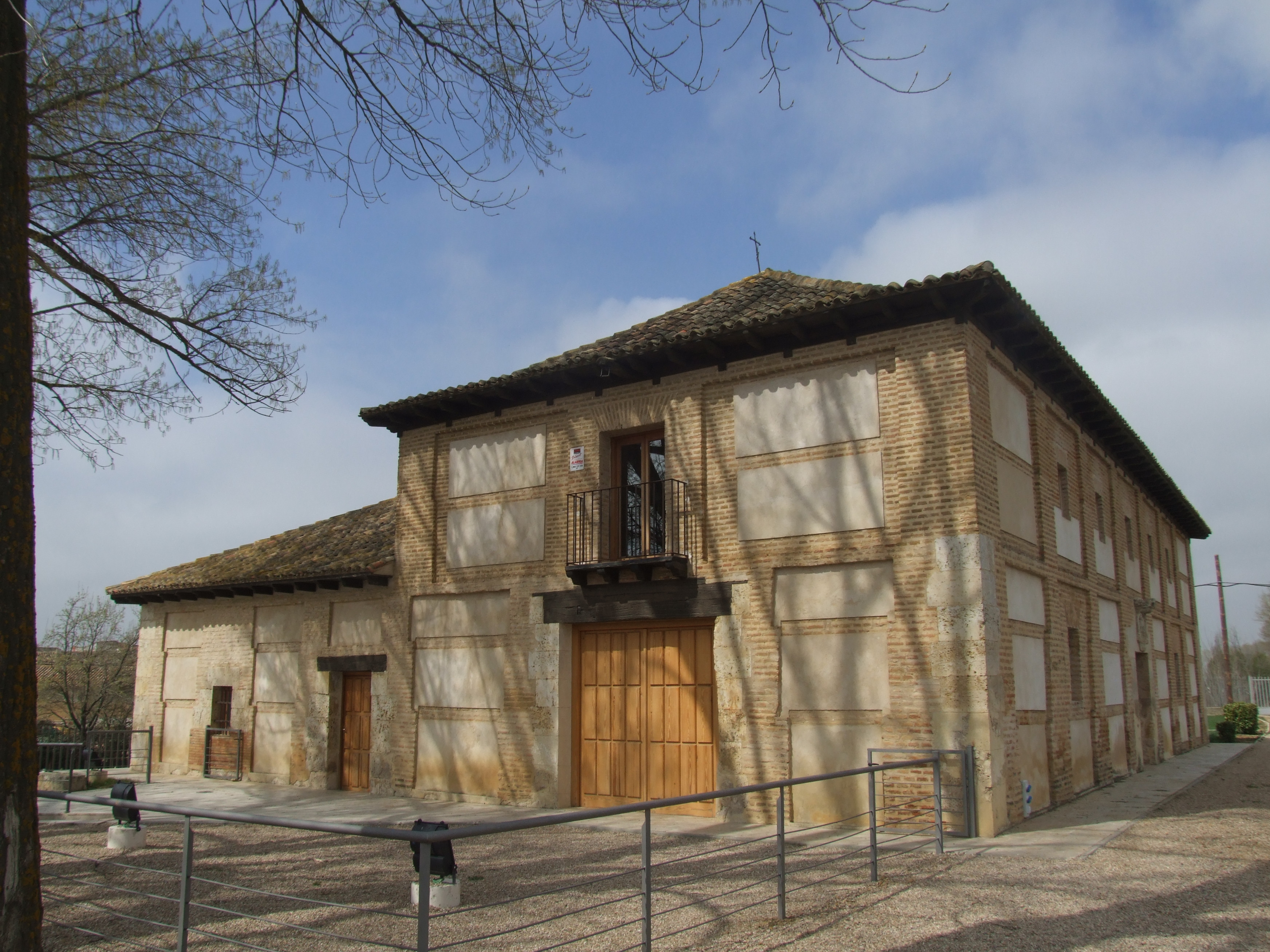 fachada escudo y fachada entrada