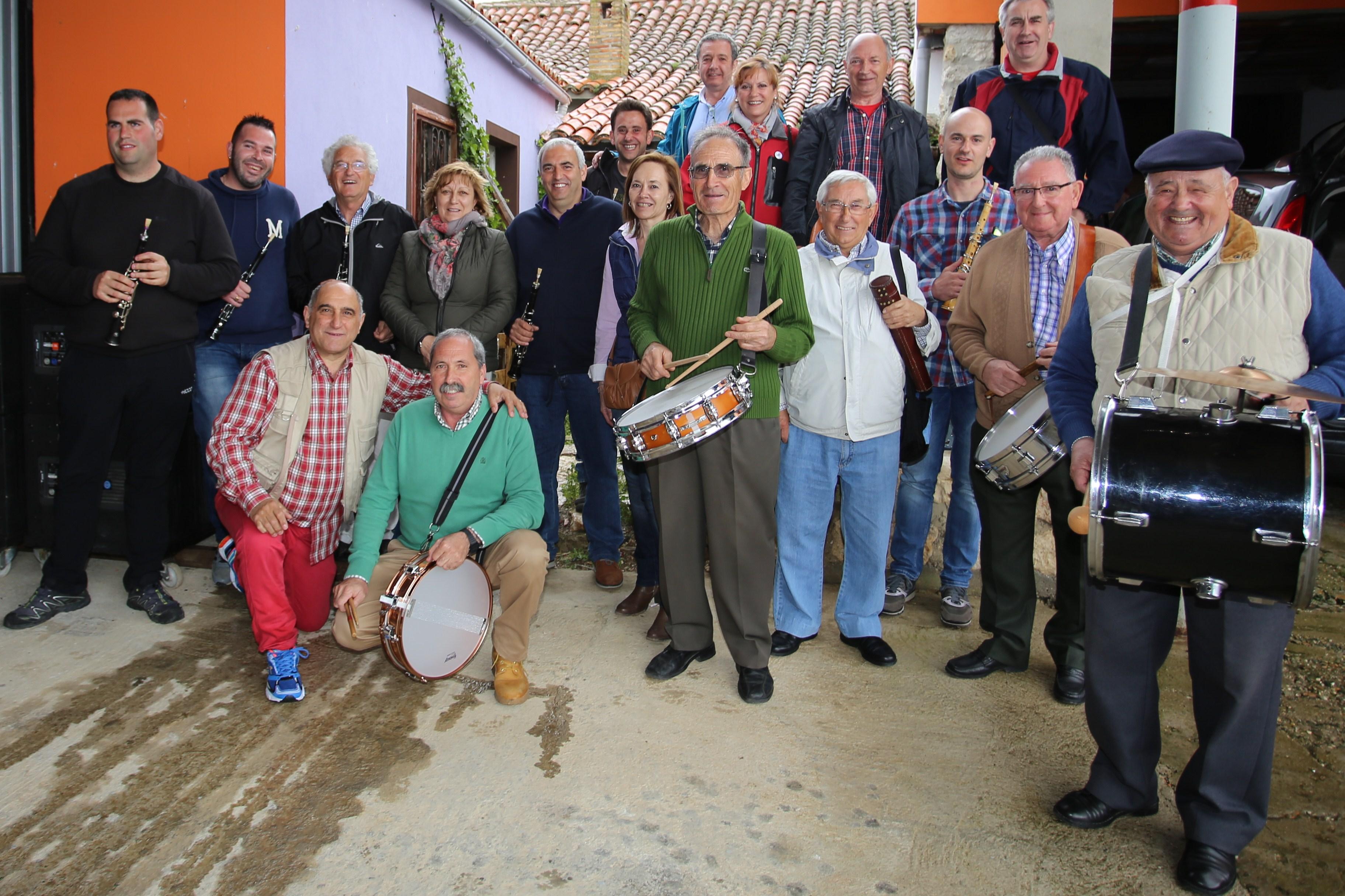 Dulzaineros participantes en el encuentro dedicado a Esteban Guzon y Jose Maria Silva